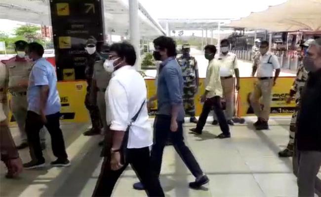 Tollywood Celebrities Group Reach Gannavaram Airport - Sakshi