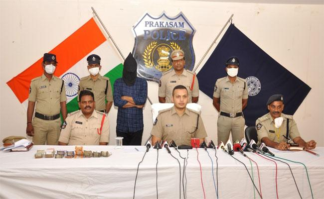 Police Arrested An Accused Who Involved In 150 Cases - Sakshi