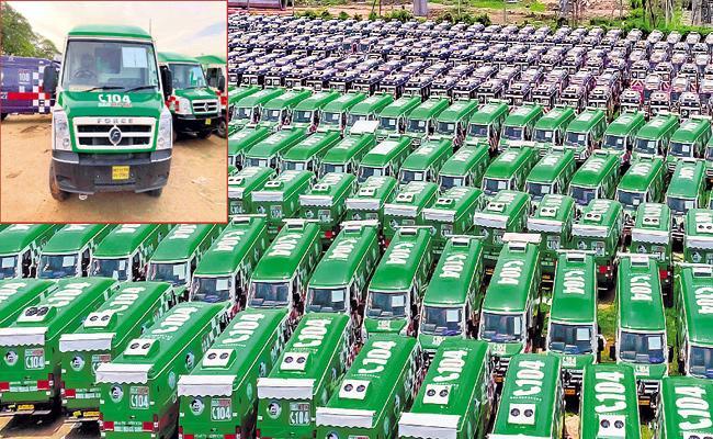 CM YS Jagan launching fully infrastructured Ambulance services in Vijayawada - Sakshi