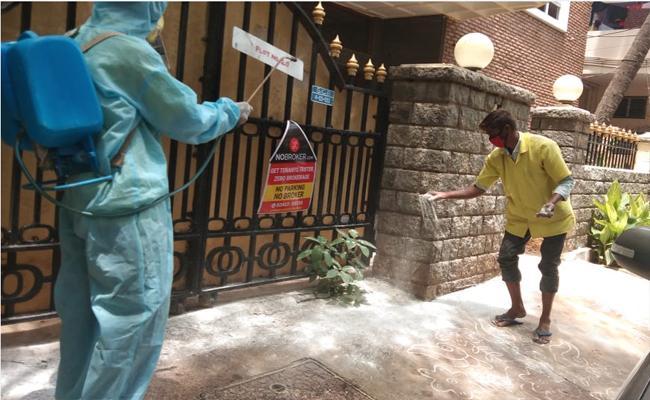 Coronavirus Cases Creating Terror In GHMC Area - Sakshi