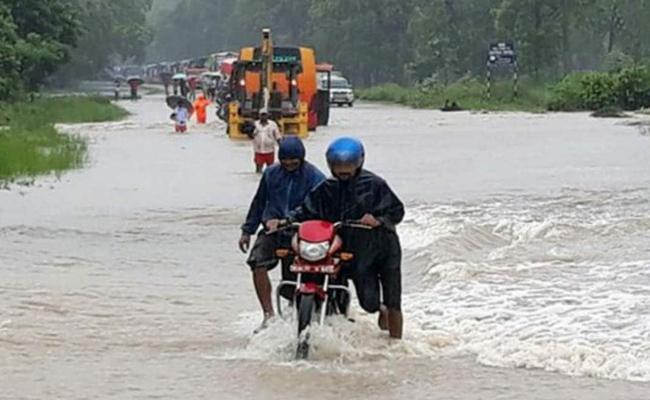 22  People Killed Scores Missing In Nepal Due To  Landslides - Sakshi