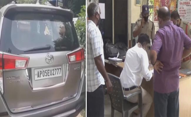 Visakha Man Cheats Unemployed: Police Registered Case On Him - Sakshi