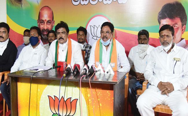 BJP MP Soyam Bapurao Slams On Telangana Government - Sakshi