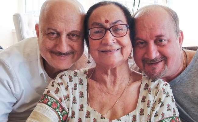 Anupam Kher Mother, Brother, Sister In Law Niece Test Coronavirus Positive - Sakshi