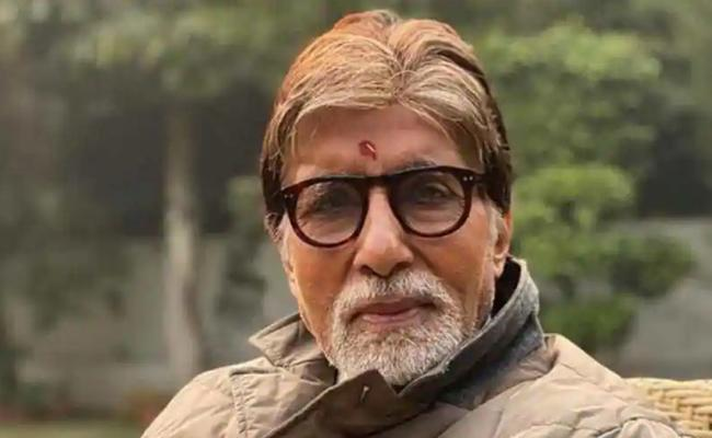 Covid Crisis Big B Amitabh Bachchan Applauds Health Staff Services - Sakshi