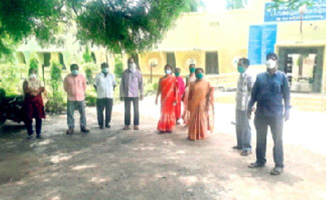 Bikkanur Medical Staff Violates Covid 19 Regulations In Nizamabad - Sakshi