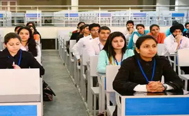 People Interested In Government Jobs Says Survey - Sakshi
