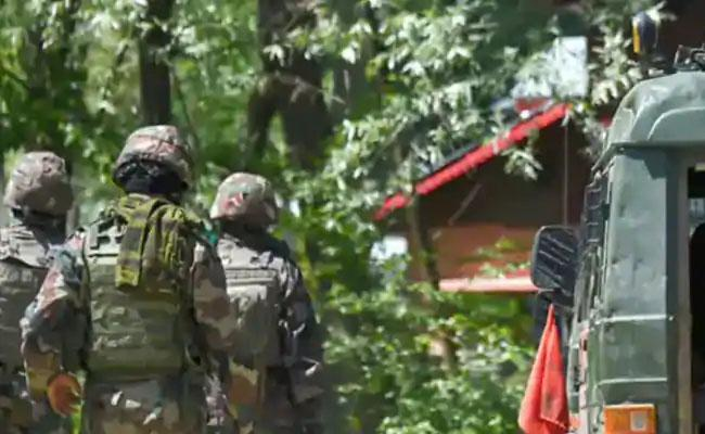 Encounter Breaks Out Between Security Forces Terrorists in Anantnag - Sakshi