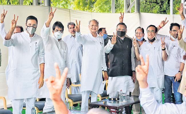 Congress Calls Meet With Sachin Pilot, Ashok Gehlot Amid Crisis - Sakshi