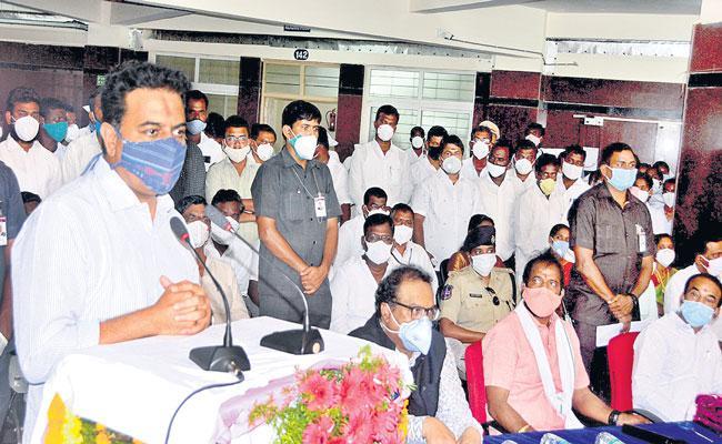 KTR Fires On Opposition Parties Over Corona Pandemic At Palamur - Sakshi