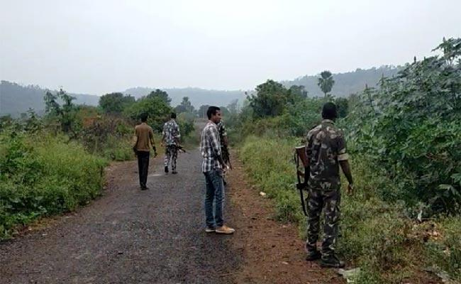 Police Combing For maoists In Tiryani Forest At Adilabad - Sakshi