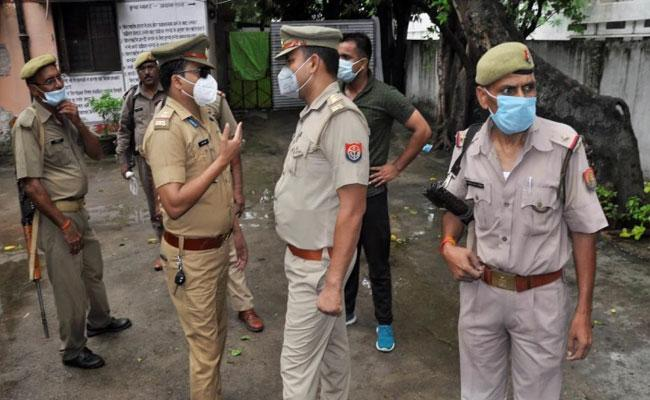 UP Police Arrests Another Vikas Dubey Aide Shashikant - Sakshi