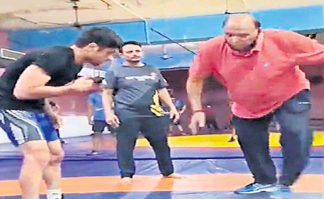 Indian Star Wrestler Ravi Dahiya And Deepak Punia Started Training - Sakshi