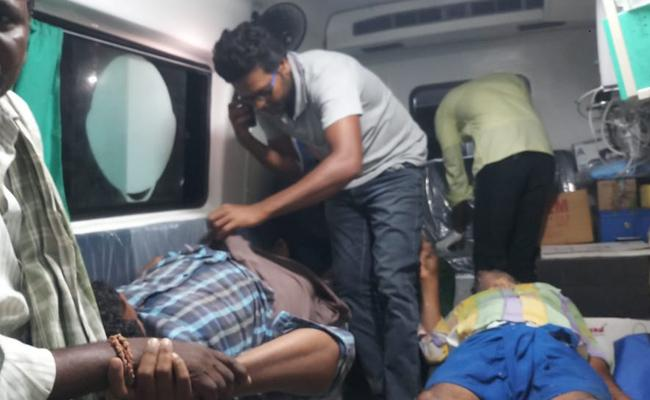 Tractor And Lorry Accident in Prakasam - Sakshi