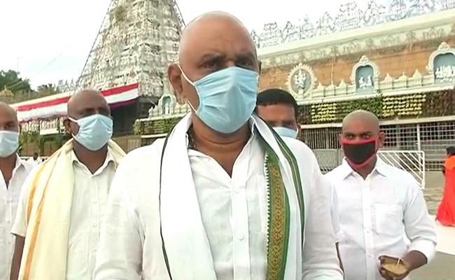 Minister Kodali Nani Visits Tirumala Temple - Sakshi