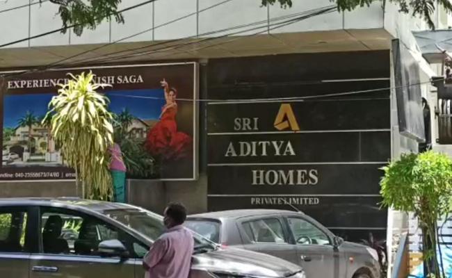 Thief Stolen 100 Crore Of Word Documents In banjara hills - Sakshi