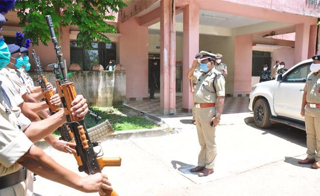 DGP Mahender Reddy Review Meeting With State IAS Officers Over Maoists - Sakshi