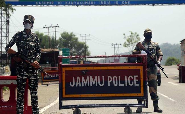 Army Received Inputs For Terrorists Planning To Target Amarnath Yatra - Sakshi