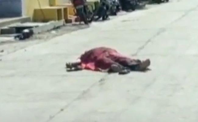 Corona Victim Died On Road In Guntur Sattenapalli - Sakshi