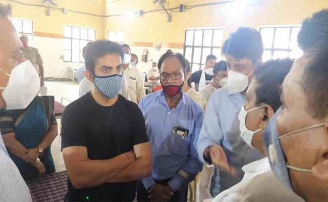Gautam Gambhir Give 50 Isolation Beds To Delhi Government - Sakshi