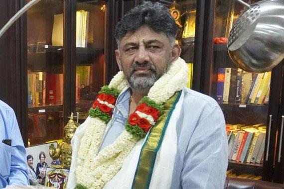 DK Shivakumar Takes Charge As Congress Karnataka Chief - Sakshi