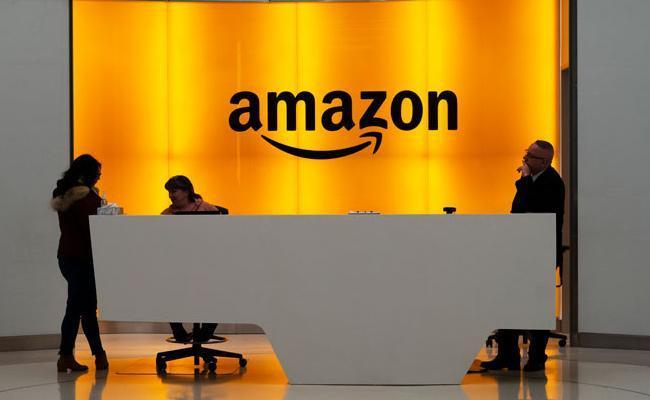 Six Amazon Employees Held in 4Lakh Cheating Case Hyderabad - Sakshi