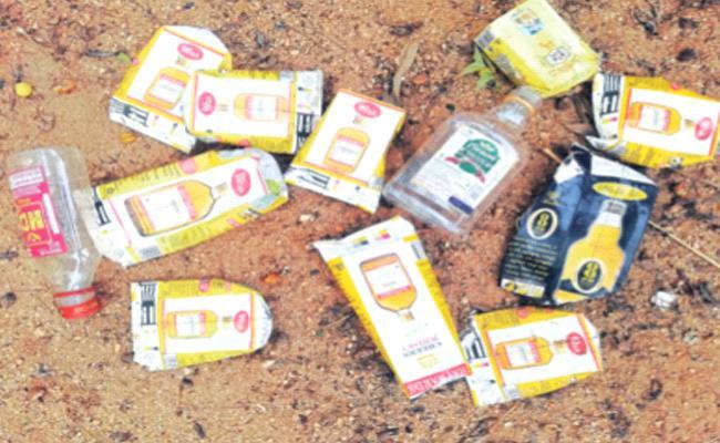 Karnataka Alcohol Smuggling in Anantapur - Sakshi