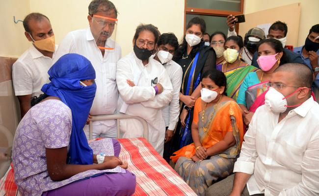 Jakkampudi Raja Visit Girl Child in Hospital East Godavari - Sakshi