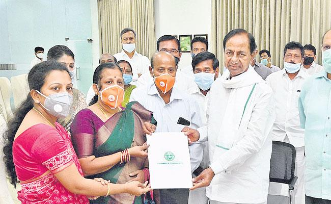 CM KCR Gave Posting Orders To Santhoshi As Deputy Collector In Hyderabad - Sakshi