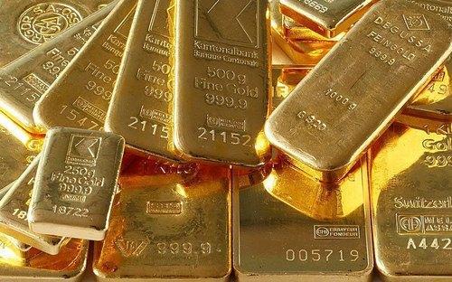 Gold prices nearing 1900 dollar mark in Newark Comex - Sakshi