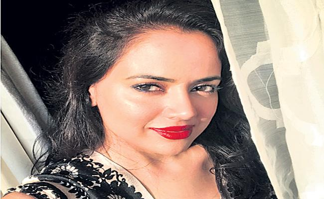 Sameera Reddy opens up about body shaming - Sakshi
