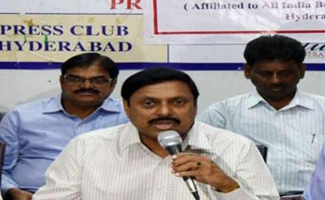 No Sanitization In Banks Said All India Bank Employees Association - Sakshi