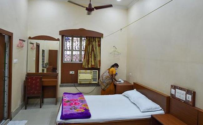 Assam Government Reduces Home Quarantine Period To 7 Days - Sakshi