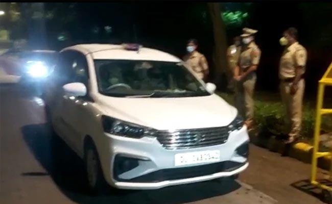 CRPF SI Gun Fire On Senior Inspector And Decesed Self In Delhi - Sakshi