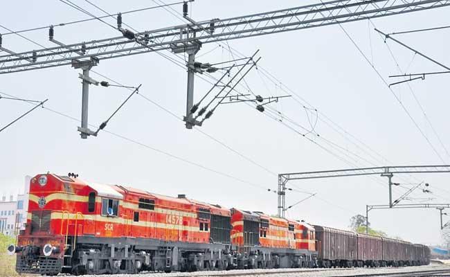 First Goods Train To Delhi From Hyderabad - Sakshi