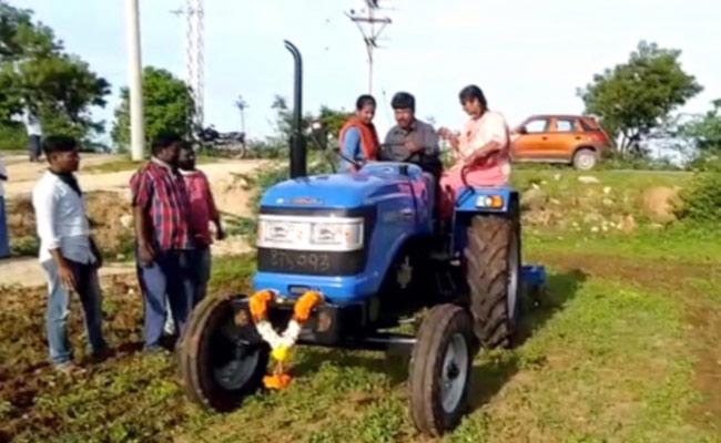Sonu Sood Gifted Tractor Chittoor Farmer Nageshwar Rao Start Ploughing - Sakshi
