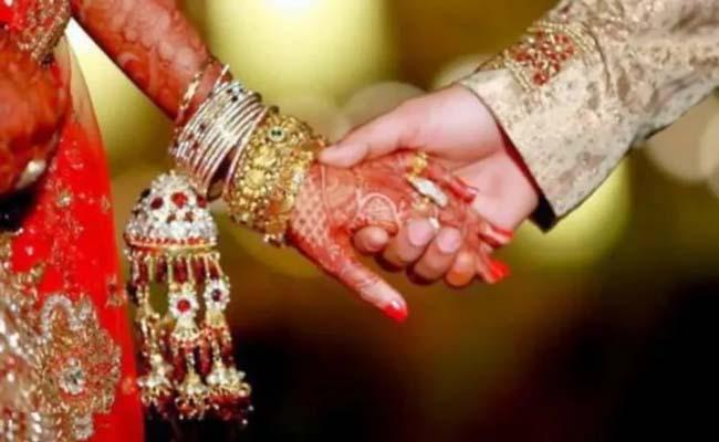 43 Wedding Guests, Groom And Bride Test Coronavirus Positive In Kerala - Sakshi