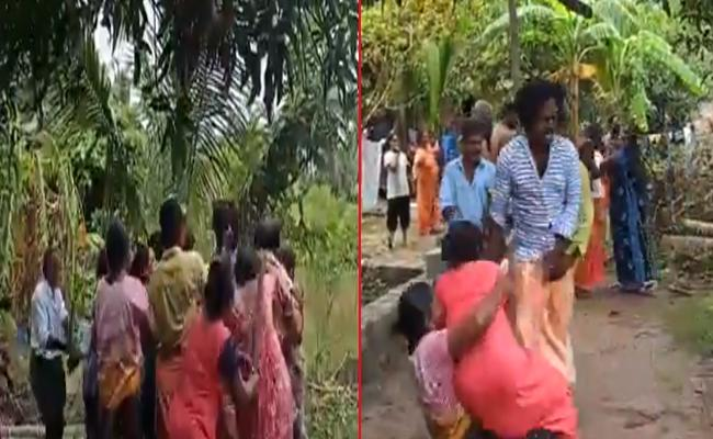 Families In Kerala Village Beat Each Other Over Road Dispute - Sakshi