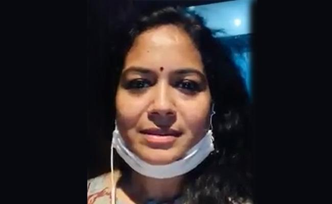 Singer Sunitha Angry At Fake Singer Chaitanya Belongs To Anantapur - Sakshi