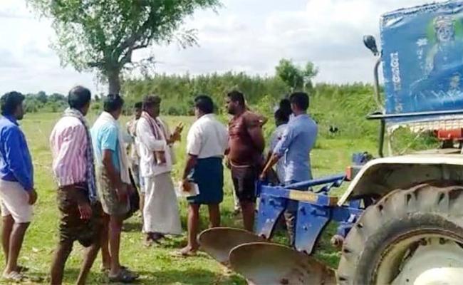 TDP Leaders Grabs Land in Prakasam - Sakshi