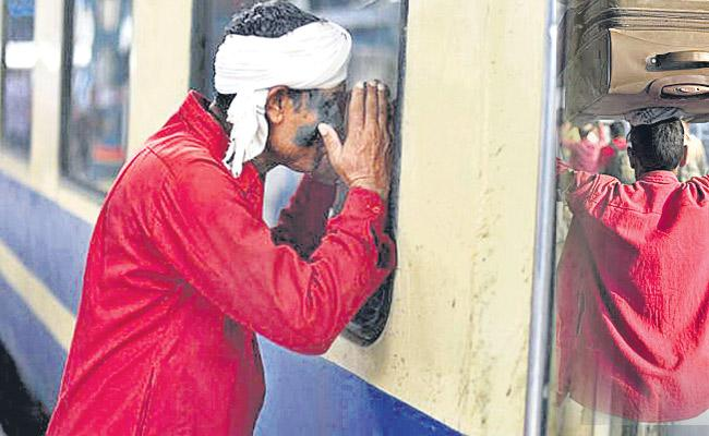 Lockdown Derails Livelihood of Railway Porters - Sakshi