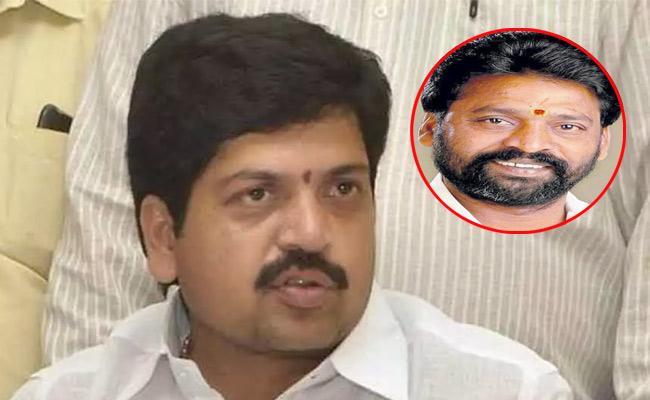 Moka Bhaskar Rao Murder Case Police Searching For Kollu Ravindra - Sakshi