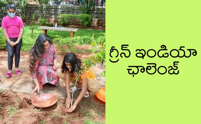 Renu Desai Participated In Green India Challenge With Her daughter - Sakshi