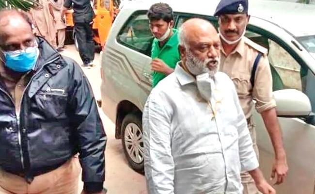 JC Travels Fraud High Court Rejects JC Prabhakar Reddy Bail Petition - Sakshi