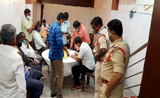 Guntur Police Reveals Under Groung Gambling Gang - Sakshi