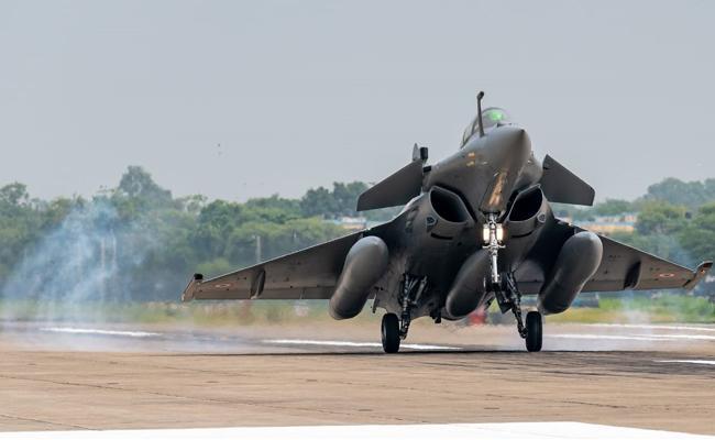 5 Rafales jet fighters Landed In Ambala - Sakshi