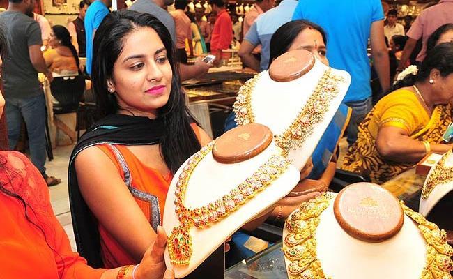 India is April-June gold demand falls 70percent - Sakshi