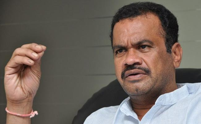 Komatireddy Venkat Reddy Fires On KCR Over Narsimhulu Suicide - Sakshi
