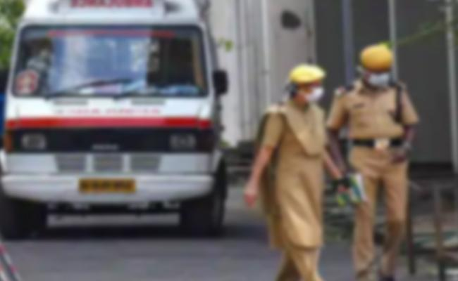 Police Constable Couple Forgery CI Signature For Wages in Mancherial - Sakshi