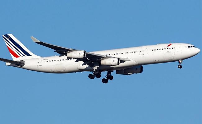 Air France announces 7500 layoffs as coronavirus hammers aviation industry - Sakshi